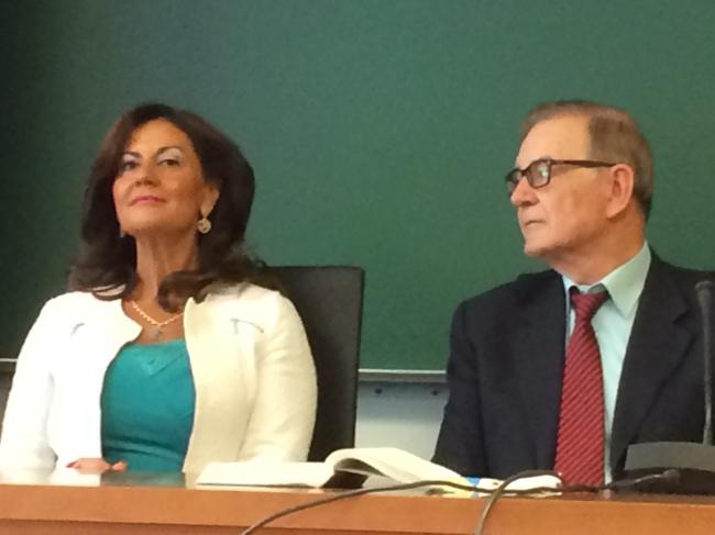 La magistrada Orellana Cano y el prof. Ojeda Avilés, en un momento de los debates.